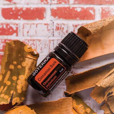 Cinnamon est l'huile essentielle d'écorce de cannelle de Ceylan proposée par la société doterra
