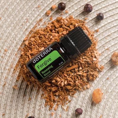Forgive est une synergie d'huiles essentielles au parfum frais et boisé proposée par doTERRA